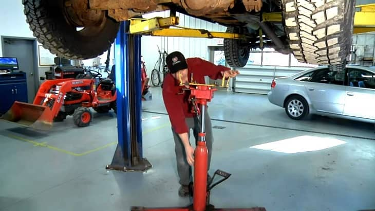 How to Repair a Transmission Jack